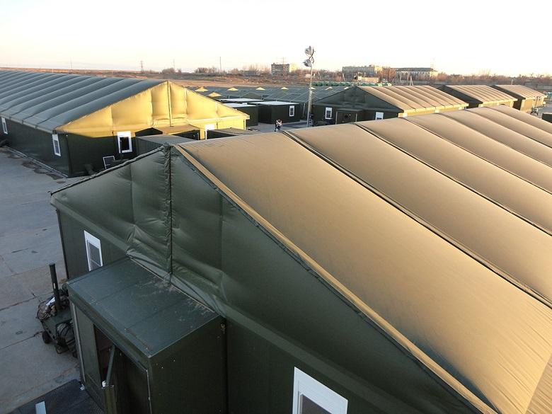 La solution des tentes militaires pour les réfugiés 3