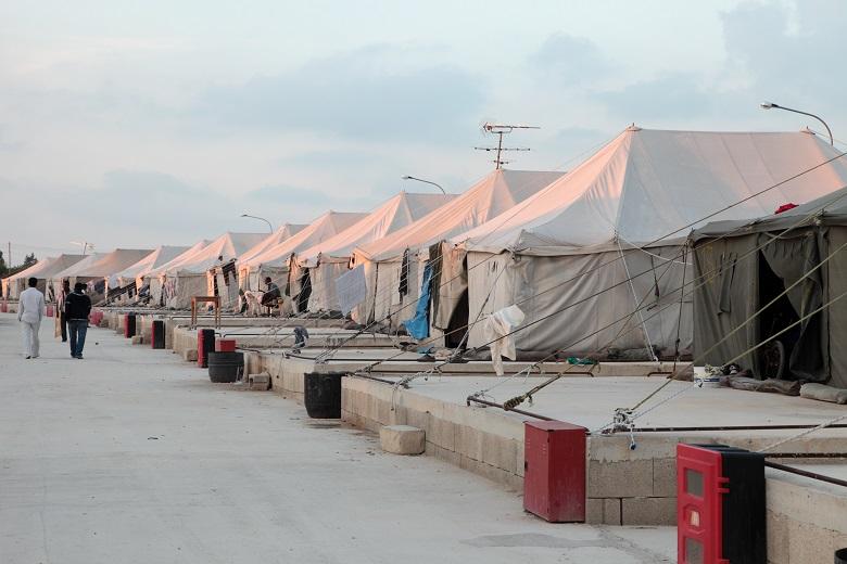 La solution des tentes militaires pour les réfugiés 4